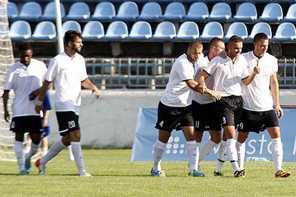 Futbalisti Galanty sa na ihrisku rezervy FC Nitra tešili z najtesnejšieho víťazstva 1:0.