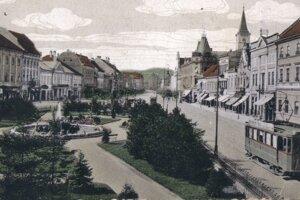 Centrum mesta v časoch, keď tam ešte jazdievala električka.
