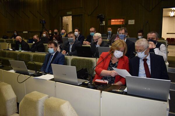 Humenskí poslanci nájomnú zmluvu s investorom neschválili.