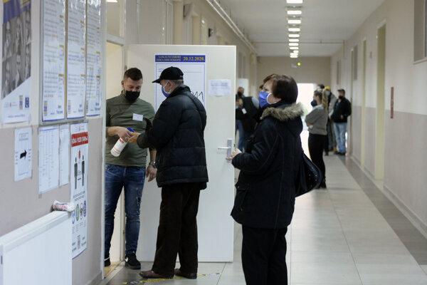 Priebeh volieb v Mostare.