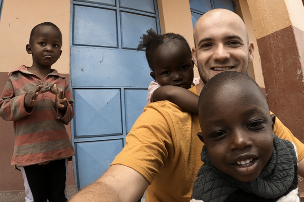 Tomáš Jacečko zažil chudobu v Keni na vlastnej koži.