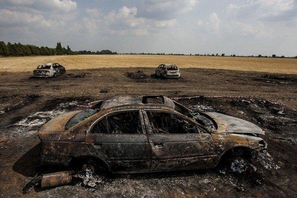 Polícia požiar áut vyšetruje ako všeobecné ohrozenie.