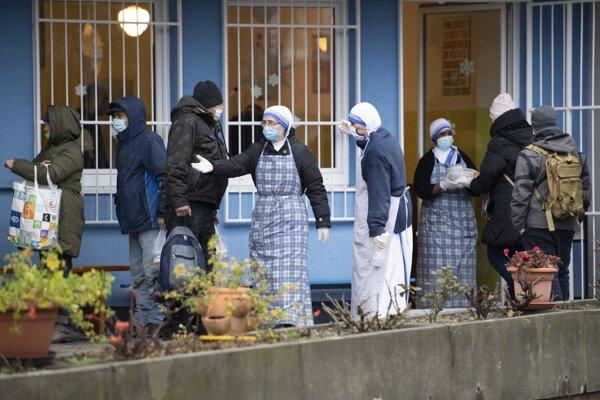 Kapustnicu rozdávali misionárky z Betlehema svätej Matky Terezy na Rovniankovej ulici.