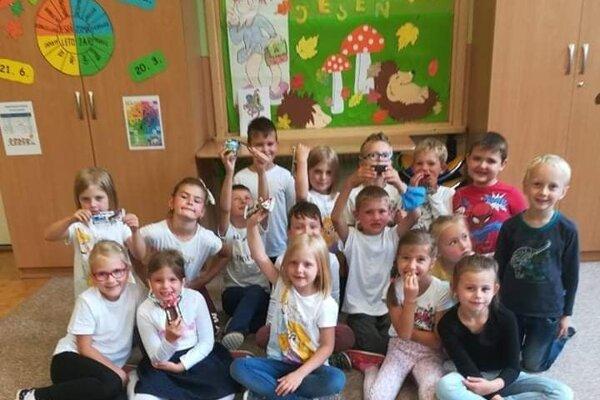 Školský rok je náročný aj pre deti v ZŠ Zákopčie. Šikovní pedagógovia však pre nich  nachystali rôzne zaujímavé aktivity.