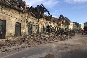 Zničené centrum mesta Petrinja.