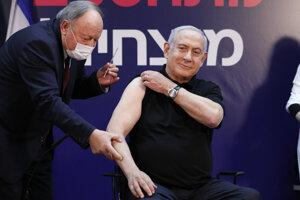 V Izraeli sa ako prvý nechal zaočkovať premiér Netanjahu.