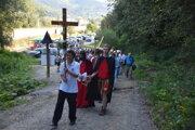 Slávnostné otvorenie Krížovej cesty v Krásne nad Kysucou.