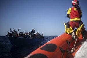 Loď Open Arms za posledné dni v oblasti Stredozemného mora zachránila z rôznych plavidiel 265 osôb.
