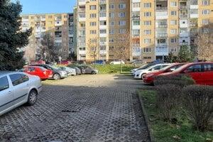 Problematické parkovisko neostalo prázdne ani v novom roku.
