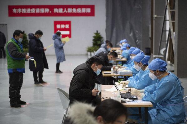 Registrácia záujemcov o vakcináciu v Pekingu.