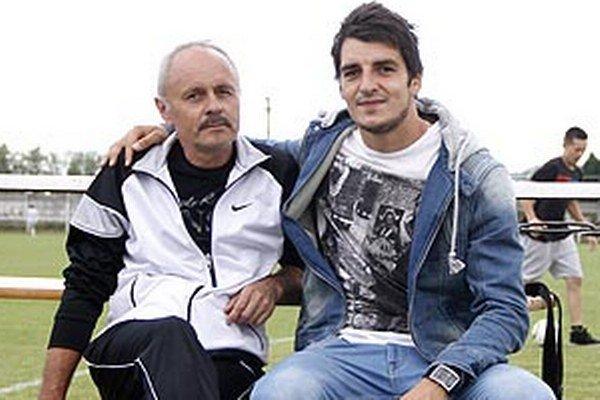 Rumanovčan Jaroslav Machovec (na snímke s otcom) si urobil v Českých Budějoviciach výborné meno.