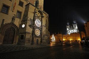 Prázdne Staromestské námestie v Prahe.
