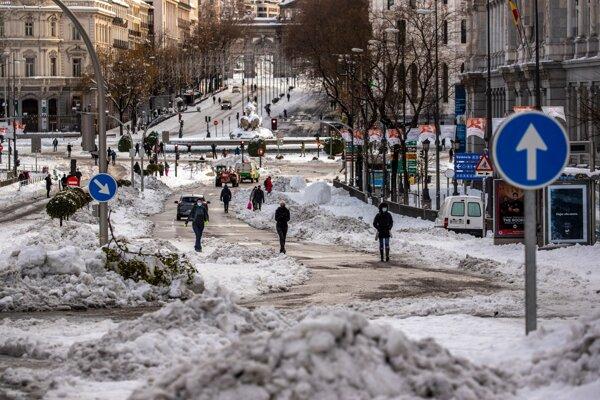 Španielsko sa spamätáva zo snehovej búrky.