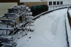 Levice, zamrznuté mlynské koleso na Pereci.
