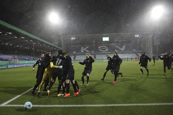 Radosť hráčov Holsteinu Kiel.