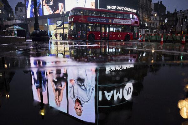 Prázdne ulice Londýna počas stredy 13. januára