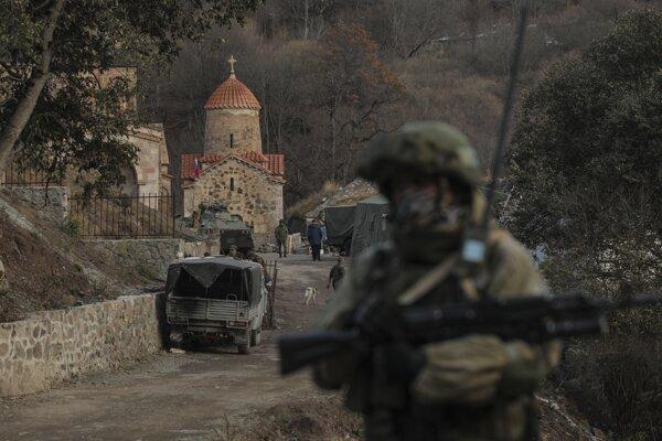 V Náhornom Karabachu na dodržiavanie prímeria dohliadajú ruskí vojaci.