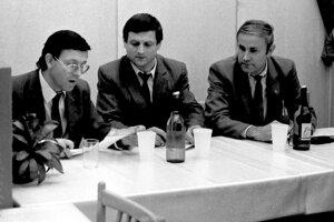 A títo fešáci sú vám povedomí? Zľava Peter Rovnianek, Ján Kubačka aJozef Ďurička.
