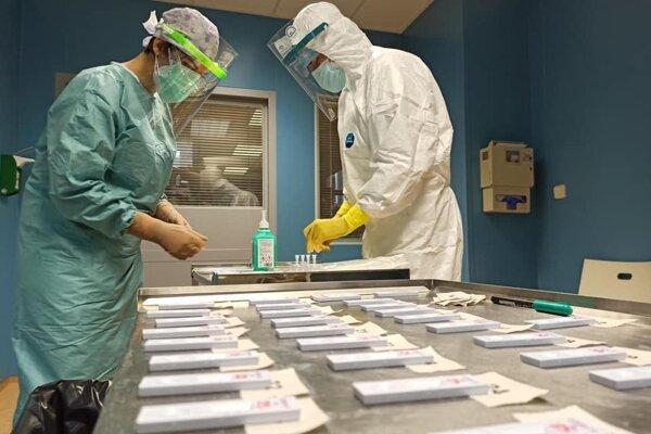 Šačianska nemocnica aj testuje, ale len objednaných.