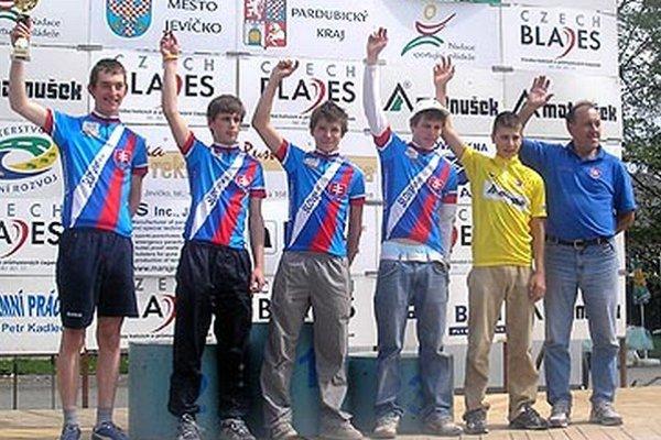 V roku 2006 si víťazstvo v súťaži družstiev odnieslo Slovensko a v ňom člen CK Dynamax Andrej Došek (druhý zľava). Na snímke aj celkový víťaz Peter Sagan (druhý sprava).