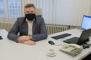 Vladislav Šrojta vyštudoval právo na UK vBratislave. Vo svojej praxi zastával viacero pozícií vo vrcholovom manažmente vmedzinárodných spoločnostiach. Vroku 2015 sa prisťahoval do Trnavy akoncom roka 2020 sa stal riaditeľom najväčšej nemocnice vTrnavskom kraji.