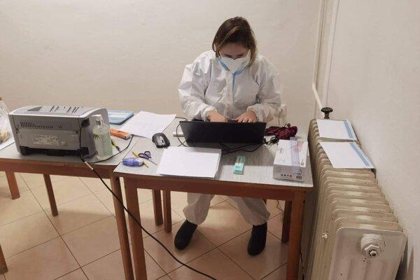 Na Lipovci funguje elektronický objednávací systém, no berú aj neobjednaných záujemcov o testovanie.