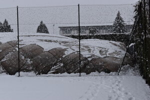 Tenisová hala sa prepadla pod záľahou snehu.