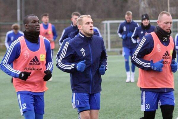 Futbalisti FC Nitra začnú jar Fortuna ligy o 12 dní, v sobotu 6. februára v Žiari nad Hronom u posledného Pohronia. Dovtedy hrajú v zimnej príprave v Dubnici (streda o 13.00 h) a v generálke s Petržalkou (sobota 11.00 h).