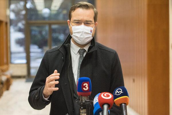 Minister Krajčí pred rokovaním vlády.