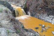 Račí potok aj rieka Handlovka mali nezvyčajné zafarbenie.