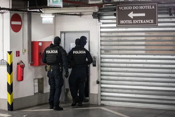 Polícia zasahuje v hoteli DoubleTree by Hilton pri bratislavskom zimnom štadióne.