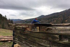 So záchranou drevených sezónnych stavieb ožíva ráz severného Podpoľania.