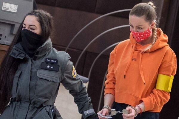 Bývalá vyššia súdna úradníčka Okresného súdu Bratislava I Veronika Šumichrastová si za distribúciu drog odpyká osemročný trest odňatia slobody v ústave s minimálnym stupňom stráženia. Rozhodol tak v utorok trojčlenný senát Krajského súdu v Bratislave.
