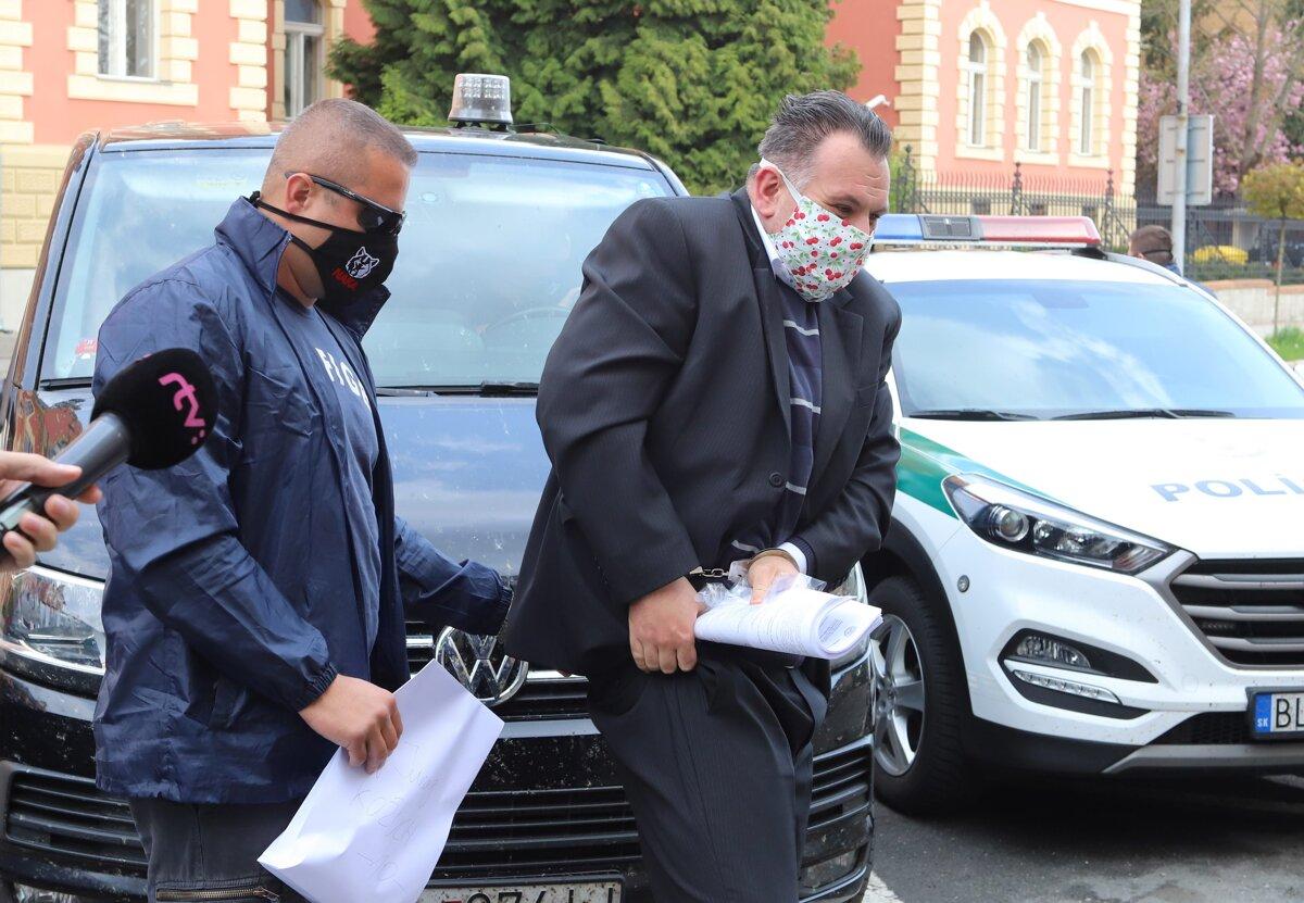 Korunný kajúcnik manipuloval v kauze Dobytkár výpovede, tvrdí advokát Kožucha - SME