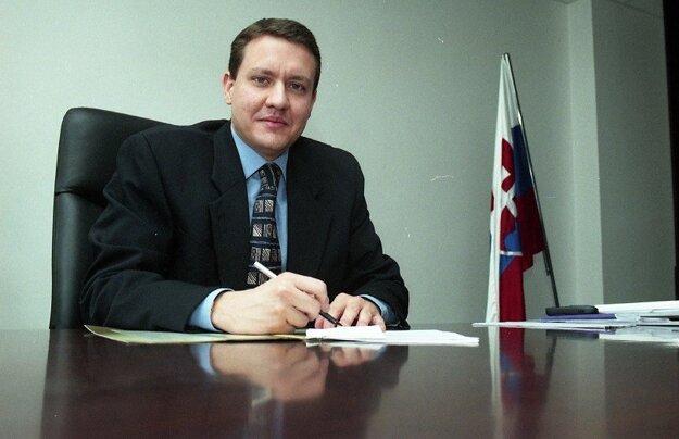 Lipšic ako vedúci úradu Ministerstva spravodlivosti SR v roku 1999.
