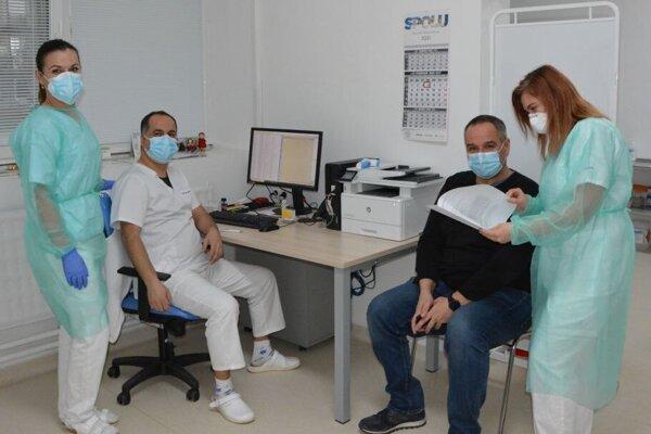 Cieľom nemocnice je denná kapacita 500 očkovaných osôb, všetko však závisí najmä od dostupnosti adodávok vakcín do Slovenskej republiky.
