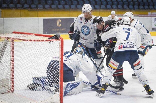 Nitra sa po prehre 0:7 v Banskej Bystrici stále drží v najlepšej šestke extraligy.