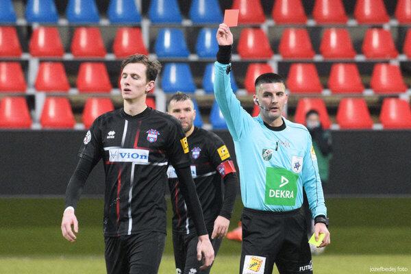 Filip Balaj bol v sobotu vylúčený po nie celkom bežných žltých kartách.