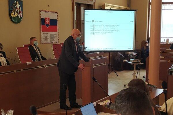 Lekár Ľubomír Ševčík na pondelkovom zasadnutí NSK.