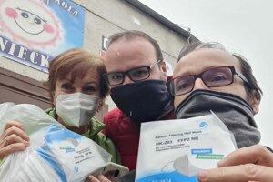 Počas dodávky darovaných respirátorov FFP2.