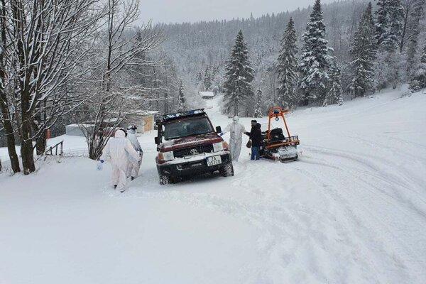 Záchranári pomáhali pri transporte pacientky