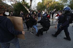 Na proteste došlo aj k potýčkam.