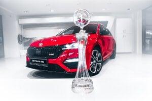 Krištáľový pohár pre víťaza vyrobili sklárne v Lednický Rovniach