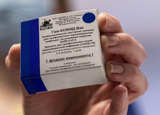 Balenie vakcíny Sputnik V, ktorou sa v Maďarsku očkuje od  štvrtka 11. februára.