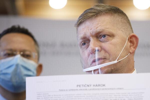 Podpedseda Smeru Ladislav Kamenický a predseda strany Robert Fico.