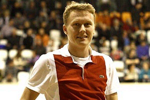 Kanonier Marián Cifra bol na vianočnom turnaji ako divák a zabodoval v tombole.