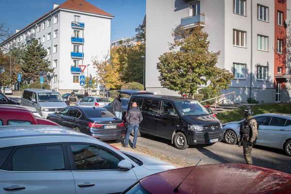 Bývalého špeciálneho prokurátora Dušana Kováčika brala NAKA v októbri spred bytovky v bratislavskom Novom Meste. Oficiálne tu Kováčik nič nevlastní.