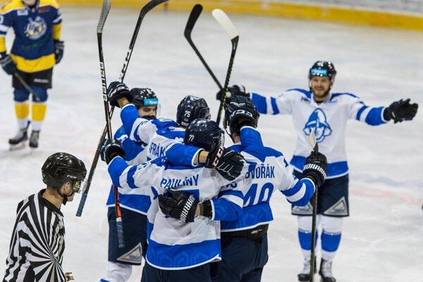 Naši po kolektívnom výkone zdolali v priamom súboji o druhé miesto Spišskú Novú Ves.