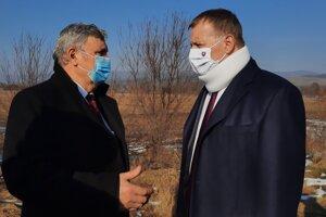 Predseda NR SR Boris Kollár (vpravo) s primátorom Jozefom Šimkom.
