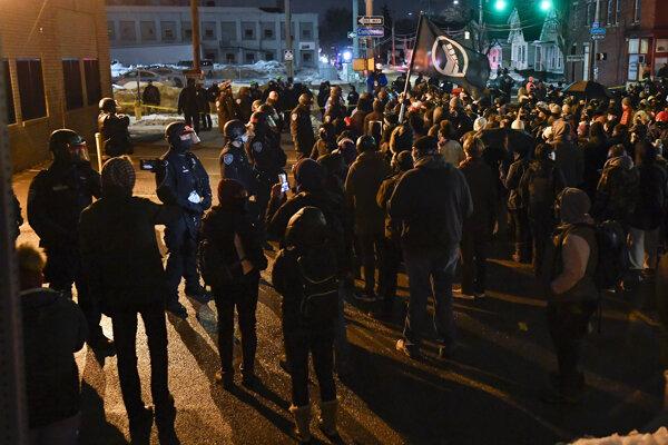 Po rozhodnutí poroty vypukli protesty.